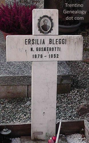 1952: Grave of Ersilia Gusmerotti (married name Bleggi), Tignerone cemetery, Santa Croce del Bleggio, Trento, Trentino, Italy
